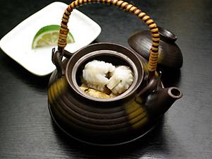 松茸とハモの土瓶蒸し